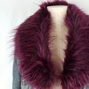 Accessories - NWOT Magenta Burgundy Black Faux Fur Collar